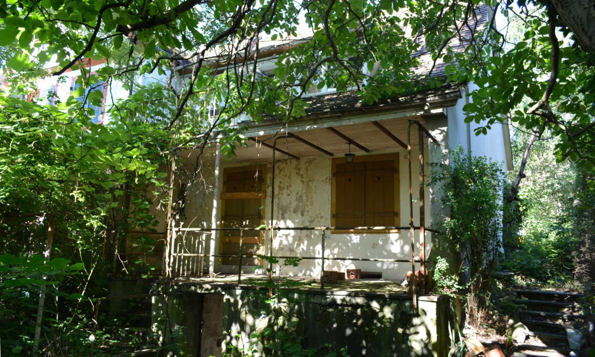 Geisterhaus, verlassener Ort, verlassenes Haus, lost place