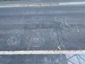 Kinder Kreidezeichnung Furkastrasse Basel