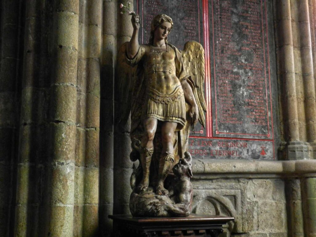 Engel, Kirche in der Bretagne